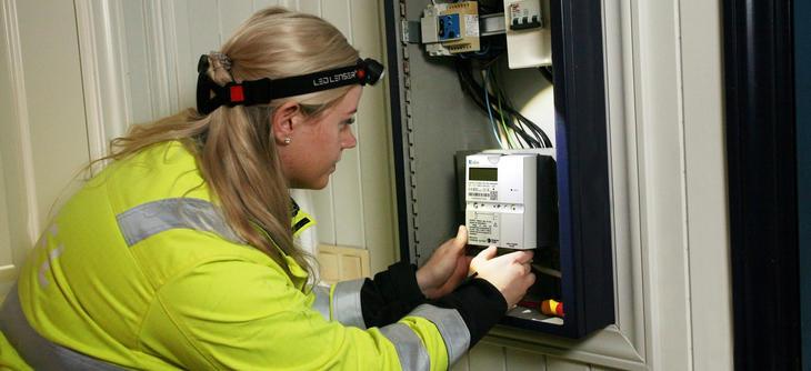 Installatør bytter til AMS-måler
